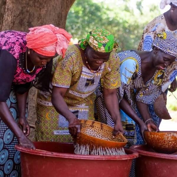mulheres apoiadas pelo programa solidário la roche-posay